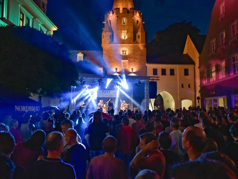 Bürgerfest 2017 Bühnenprogramm auf der Bühne vor dem Kreuztor © Ulrich Rössle / Stadt Ingolstadt